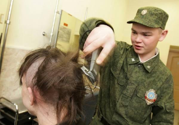 Зачем в армии стригут налысо