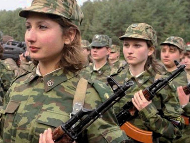 Служба по контракту для женщин в армии России