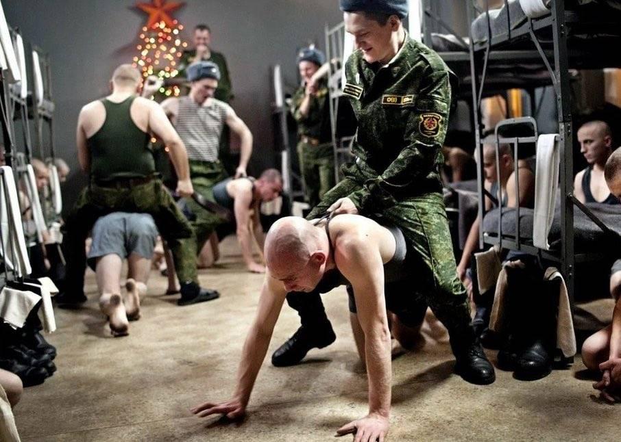Неуставные отношения (дедовщина) в армии