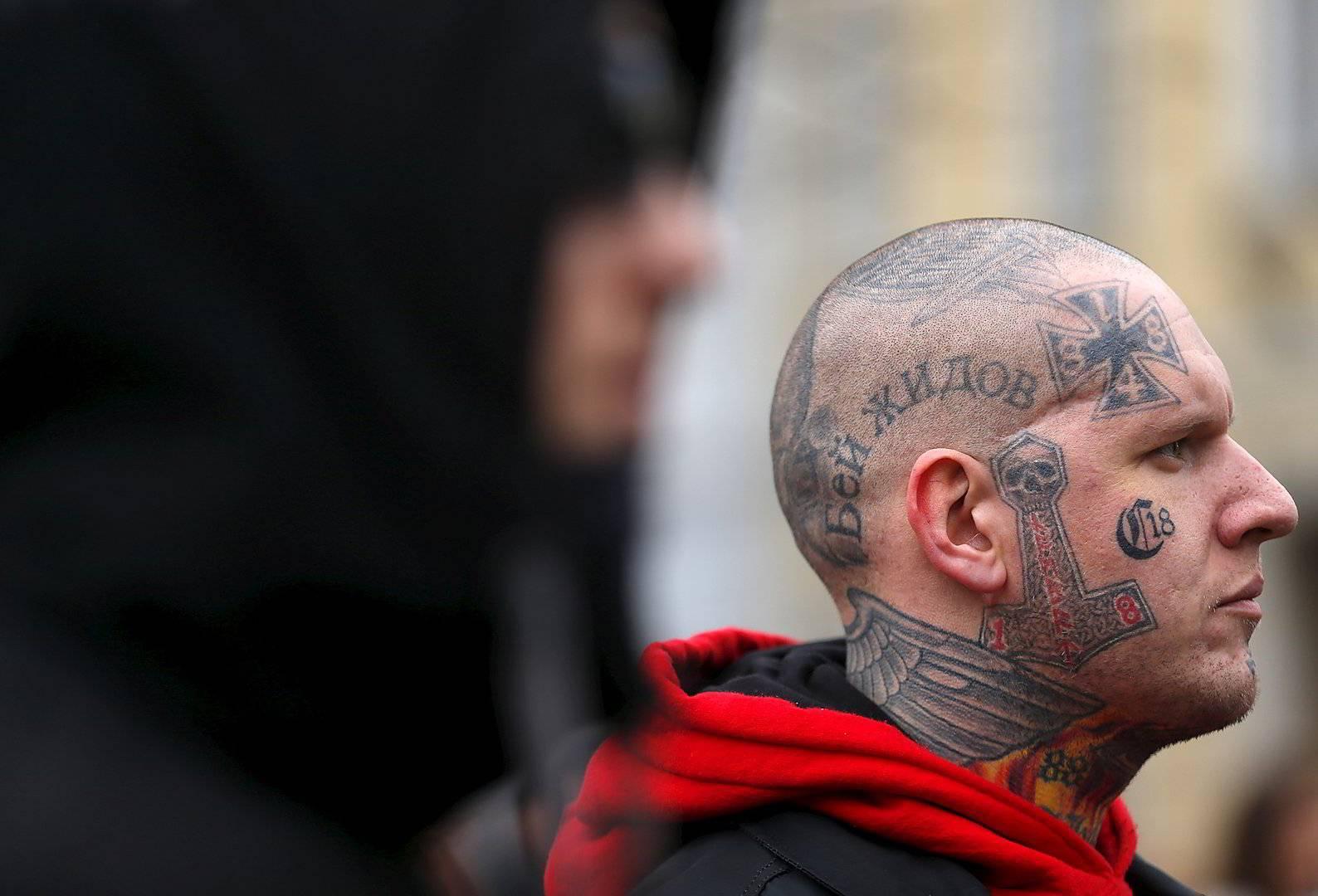 Берут ли в армию с (тату) татуировками на лице и теле